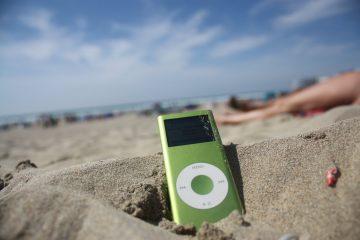 ipod_beach_b