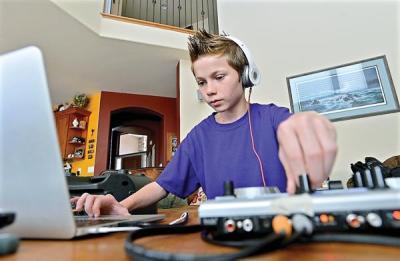 YOUNG DJ7