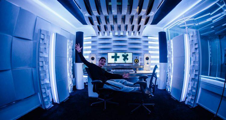martin-garrix-in-studio