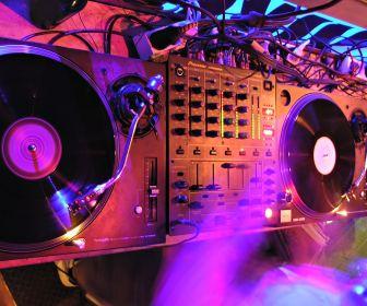 djs_vinyl_technics_pioneer_technic_dj_booth_club_desktop_1920x1080_hd-wallpaper-893184