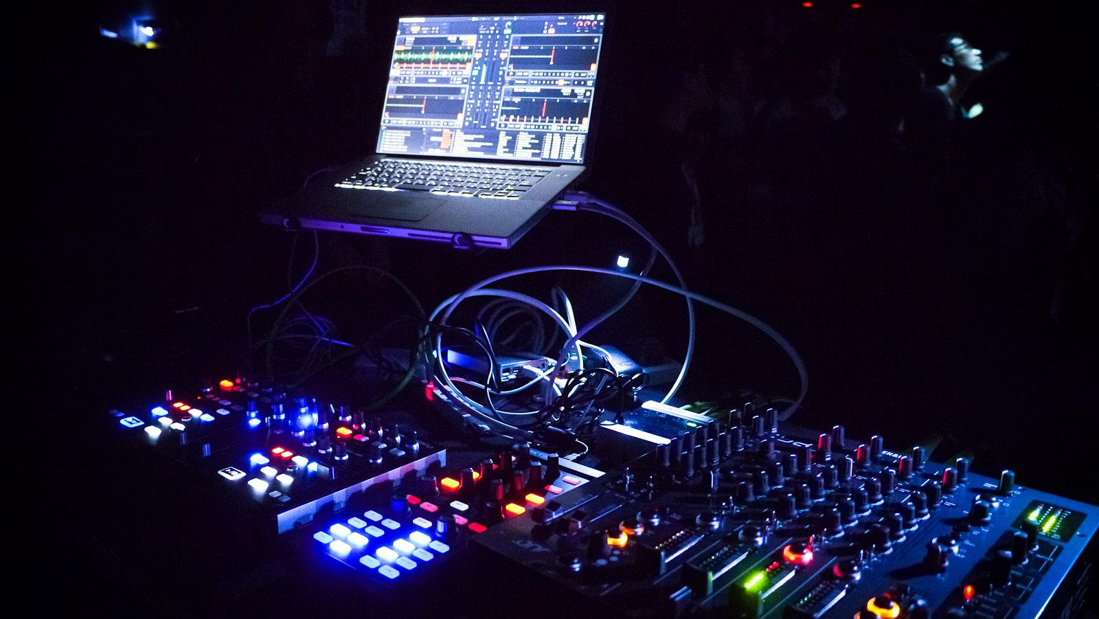 Shakedown - At Night (GeoAna G House Remix) | God Is A DJ.gr