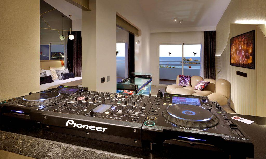 27_pioneer-suite-img_5974