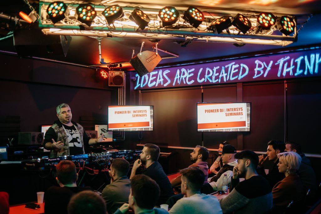 PIONEER DJ SEMINAR D1_18