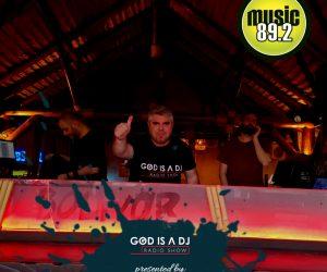 KM GODISADJ-MUSIC892